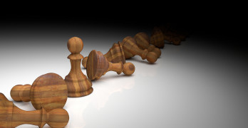 3D Rendering : illustration of chess pieces.the wooden pawn chess at the center with many falling pawn chess.light drop to the chess.leader success concept.business leader concept.winner.loser